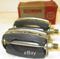 NOS Pair of Schwinn Bicycle Bow Pedals Sting-Ray SubUrban, Fastback, Krate