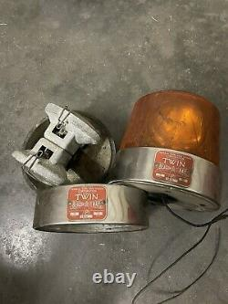 Vintage Federal Sign & Signal Twin Beacon Ray Safety Light Model 11 2B10